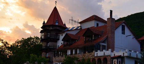 Castelul Lupilor, destinatia regala din Hunedoara | Locuri Faine