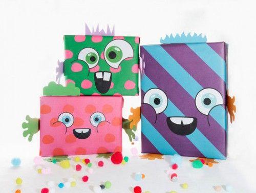 papel de regalo para niños monstruos  500x377 Papel de regalos para hacer paquetes monstruosos muy cool