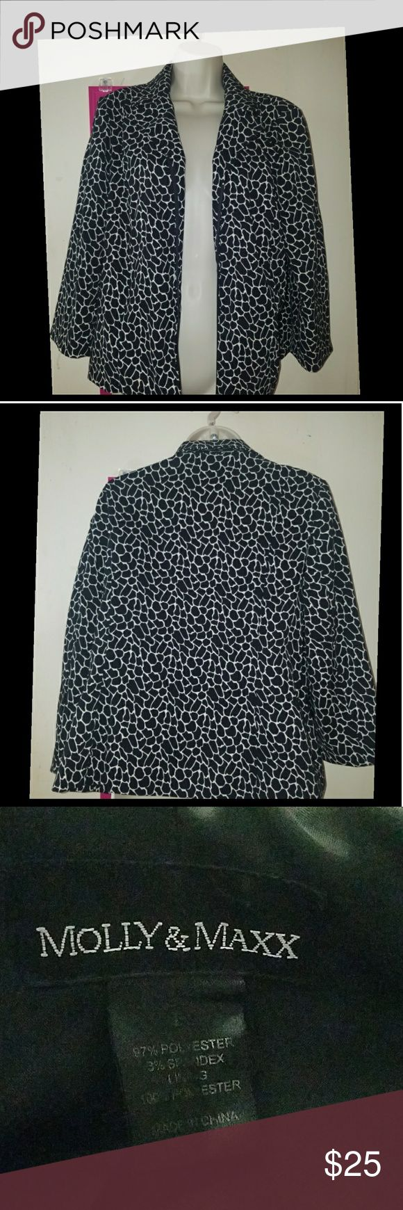 Molly & Maxx Animal Print Zip Up Blazer Cute black and white animal print jacket. Zips up the front. Long sleeves. Shoulder pads. Fully lined. Polyester spandex blend shell. Lining is polyester. Size large. Bust 44 inches. Length 23 inches. EUC. molly & maxx Jackets & Coats Blazers