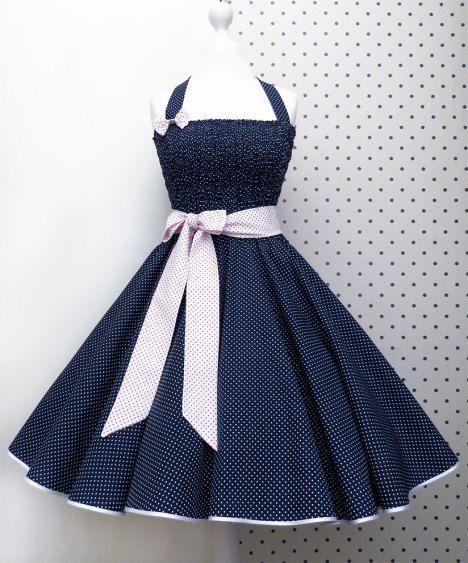 Miri Von Kitsch Nation Erstellt Wirklich Zuckersüße Rockabilly Swing Kleider  Und Verkauft Diese In Ihrem Kleinen