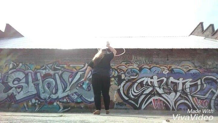 #breakbattle for @sapphire_spin  Sorry I know it's not the best The wind was really messing me up. Passing it to @louisabayer @loco_hoopnado  #hooplove #hulahoop #hoop #hoopitout #bodypositivity #hooplah #hoopla #hooplife #hoopspam #flowarts #flow #hoopersofinstagram #infinitecirclescommunity #ichoopers #flowstagram #hoopersofig #hoopersofnorthcarolina #curvyhoopersunite #asheville #stressreliever #bones #teamsesh #graffiti #ashevillegraffiti #streetart #ashevillestreetart by est1994jnaz