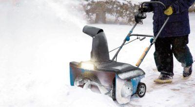 Damit man wieder laufen kann - Für große Schnee-Mengen, die zur Seite geräumt werden müssen...