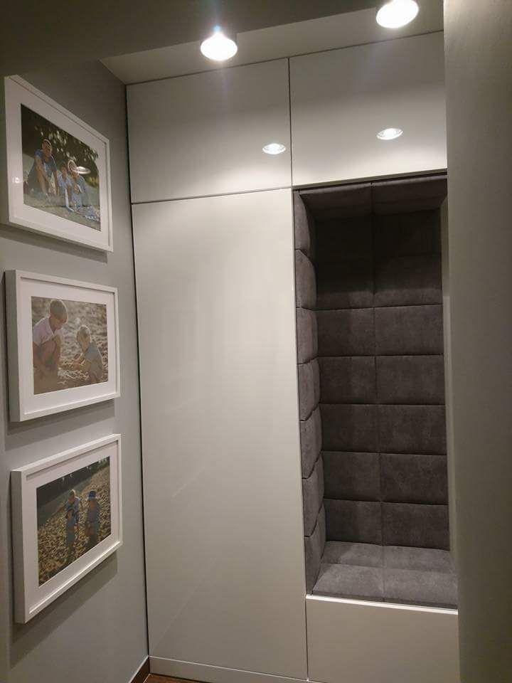 Dokladnie Taka Szafa Z Siedziskiem Za Drzwiami W Korytarzu Home Entrance Decor 3 Storey House Design Minimalist Small Bathrooms