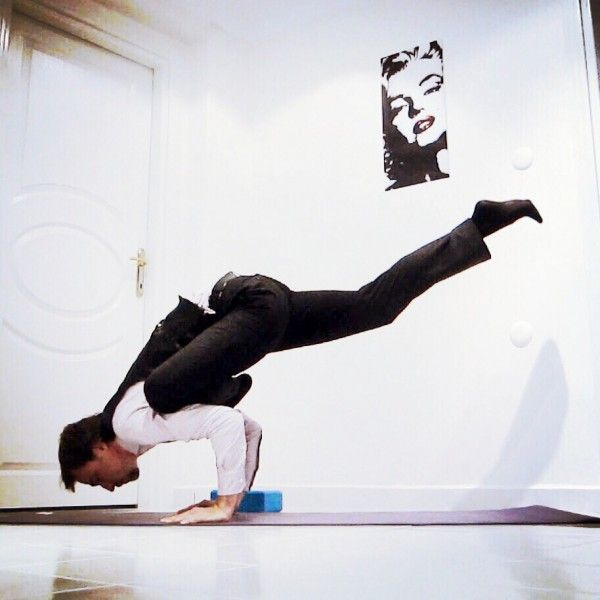 Eka Pada Galavasana (Flying Pigeon) @sonertnp » Yoga Pose Weekly