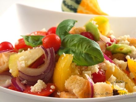 Salata de vara cu crutoane (Panzanella)