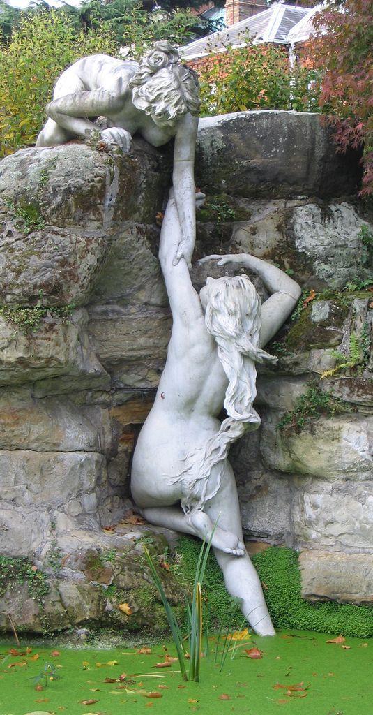 Riverside Garden York House Twickenham - garden statuary