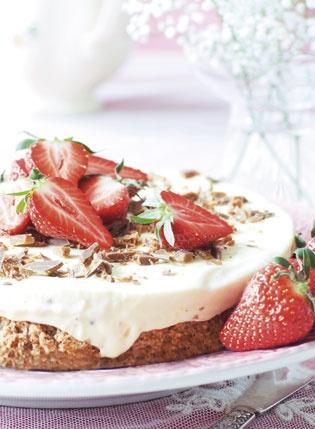 Diam Ice Cake with strawberries