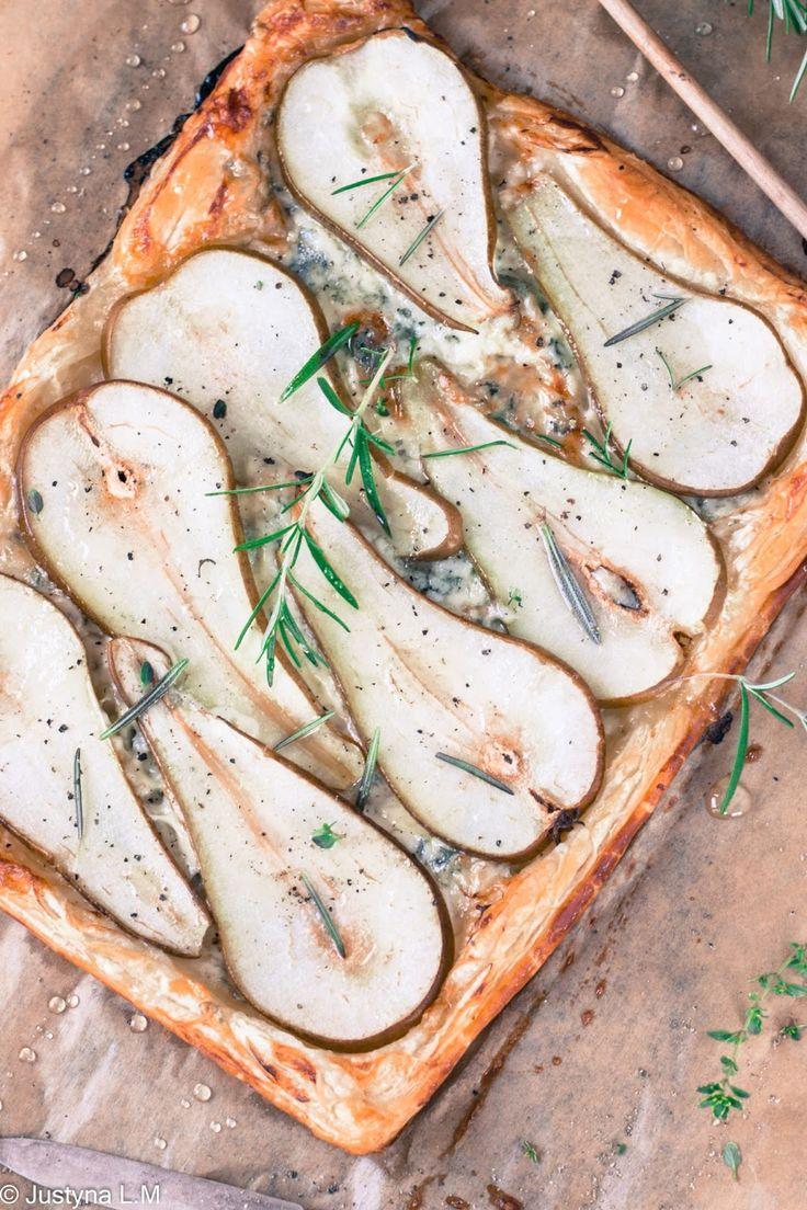 Tarta gruszkowa z serem gorgonzola na francuskim cieście - Gotowanie i pieczenie - I love it .