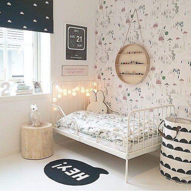 Mysigt rum med häftigt nattduksbord  @juliehole