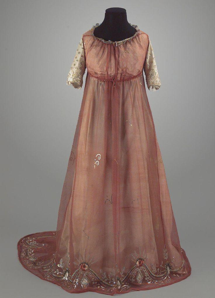 Dress, 1795-1820. Centre de Documentació i Museu Tèxtil - CDMT - 11897