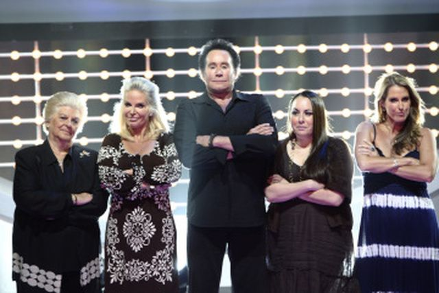 'Celebrity Family Feud': Wayne Newton and his Family Ready to Play 'Celebrity Family Feud'