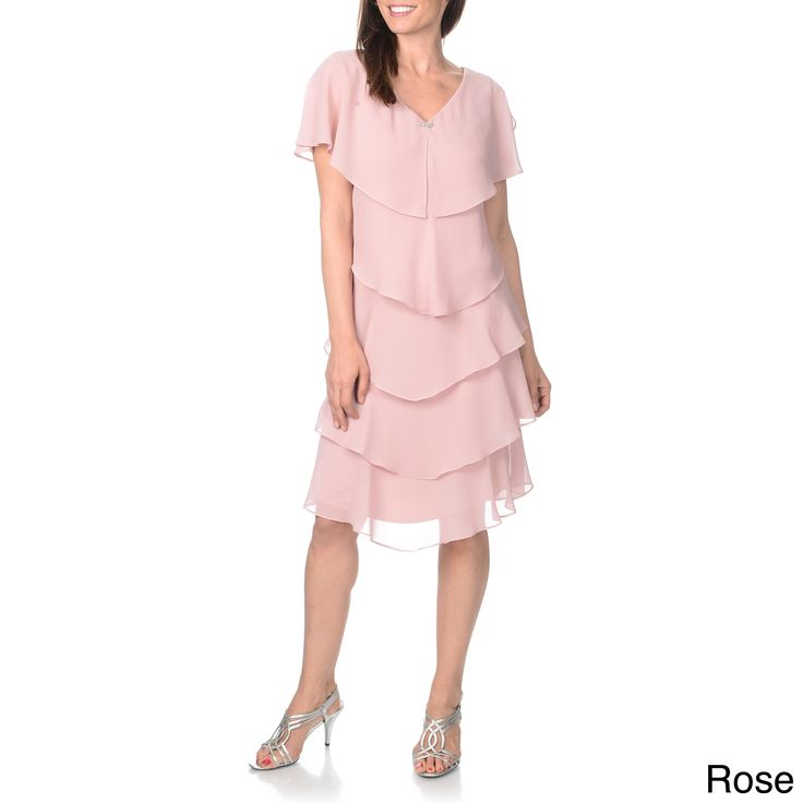Airy and feminine, this rose pink dress from Patra is styled with delicate tiers across the body. A V-neckline and slit short sleeves finish off this gorgeous evening dress.