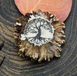 Drzewo życia - amulet rzeźbiony w kości. Rękodzieło. • Onegdaj