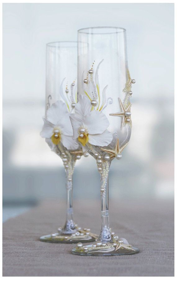 Pearl Wedding Glasses. Wedding champagne glasses hand painted. Champagne Glasses For Beach Wedding