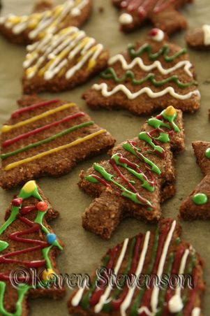 Scrumptious gluten/dairy/sugar free gingerbread.  Perfect for Christmas baking. http://www.foodgloriousfriendlyfood.com/1/post/2012/12/gingerbread.html