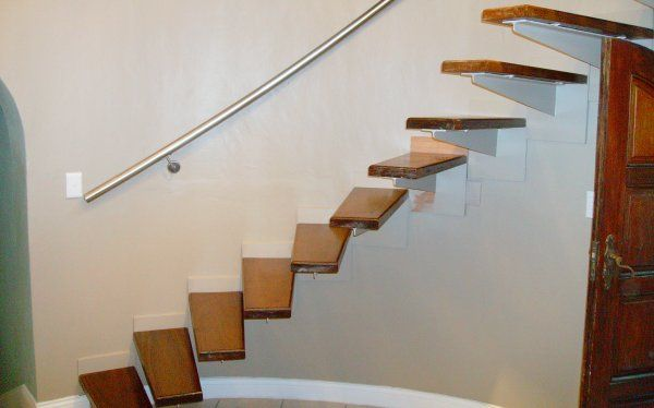 The #stairs in your house need not be ordinary. We love this contemporary floating #staircase from #PracticaHouse