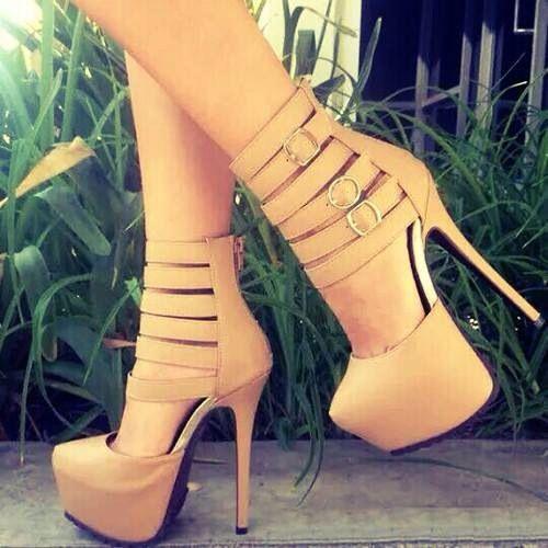 Zapatos con taco aguja color crema