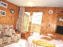 Appartement T3 MORILLON Skis aux pieds  Aux pieds de la télécabine d'une station du Grand-Massif, appartement accueillant avec cuisine ouverte sur pièce de vie donnant sur une belle terrasse, 2 chambres, coin-montagne, salle de bains et wc.