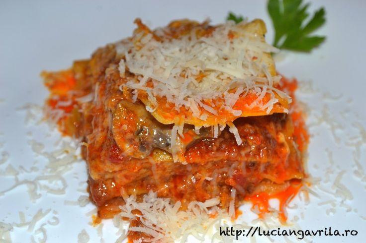 Lasagna cu ragu de porc (din șunculiță țărănească) și ciuprci