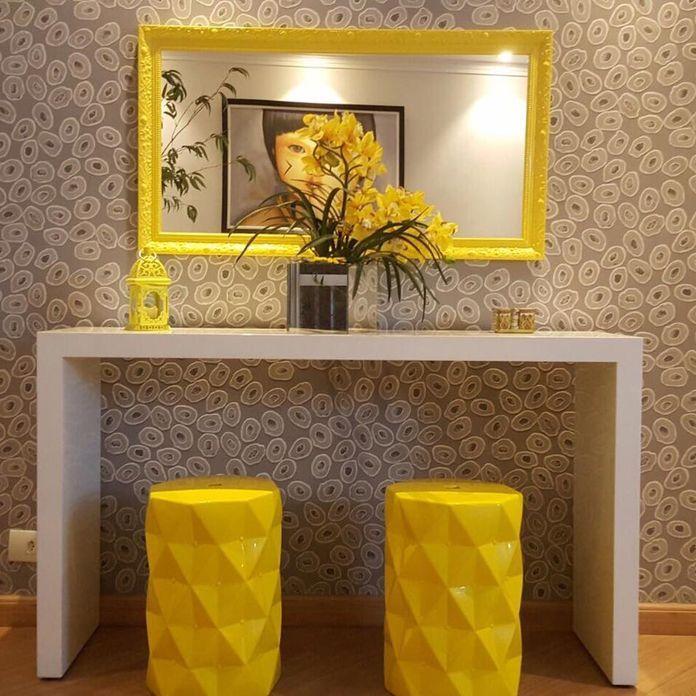 Decoracao Sala De Estar Moldura Do Espelho Amarela E Aparador