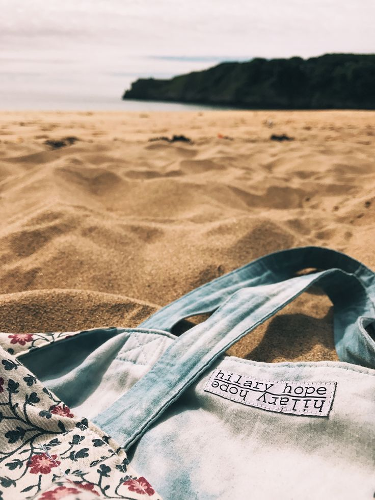Made from repurposed material, this tote is perfect for everyday and the beach! image: @kimmexplores