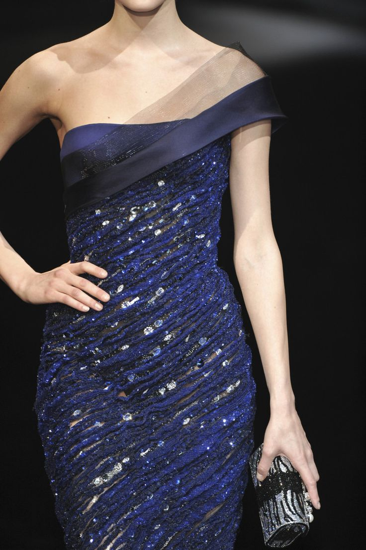 Armani Prive Couture. Love it! If I had this dress I would wear it everyday. You might think Im lying... But I'm not.
