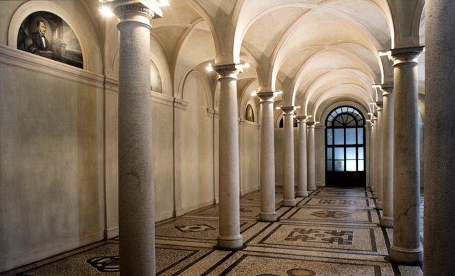 """Sala principale del Museo di Anatomia umana """"Luigi Rolando"""" dell'Università di Torino al termine del restauro (2006)"""