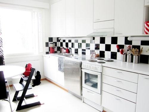 DC-Fix    [visuaalisesti vaativa: köyhän miehen keittiöremontti]