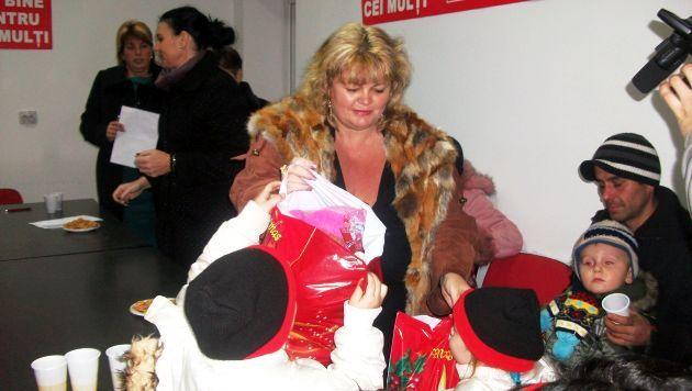 Organizaţia de Femei a PSD Lugoj a oferit cadouri copiilor de la Grădiniţa de pe strada Libertăţii | Actualitatea Online