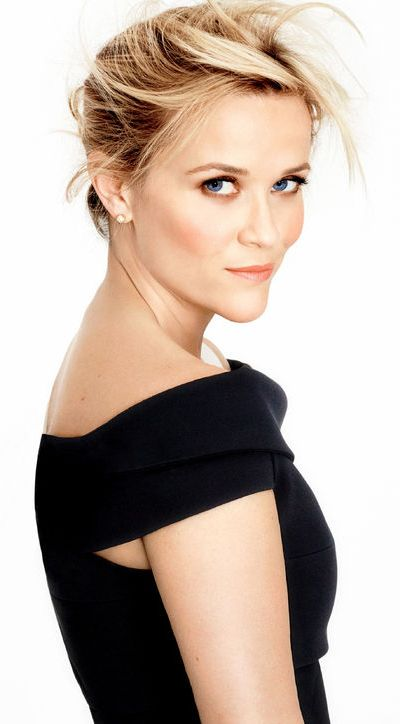 Gorgeous Reese Witherspoon with the classy diamond studs..