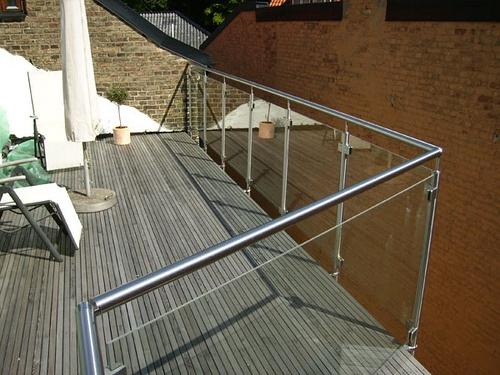 balkongräcke i glas