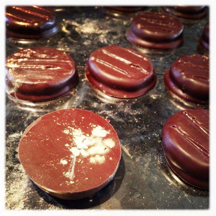 LaBKRY chocolate art!! :) #chocolate #bonbon #paletor #palet #or www.facebook.com/labkry Natasha Bouchard