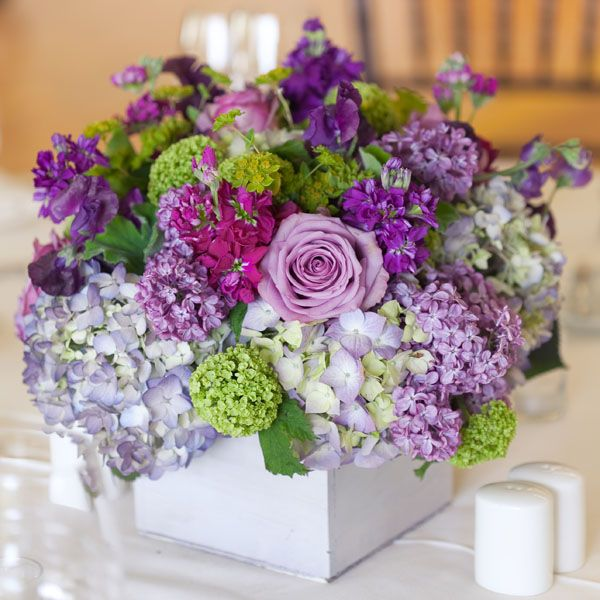 Love the mix of flowers and the square vase