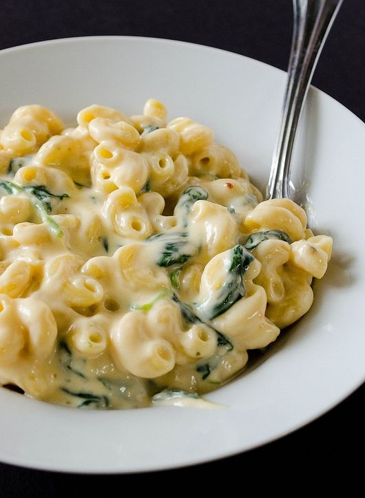 Creamy Greek Yogurt Mac & Cheese. The cheese sauce is so thick and creamy. Looks like the perfect way to cure those comfort food cravings while staying healthy!