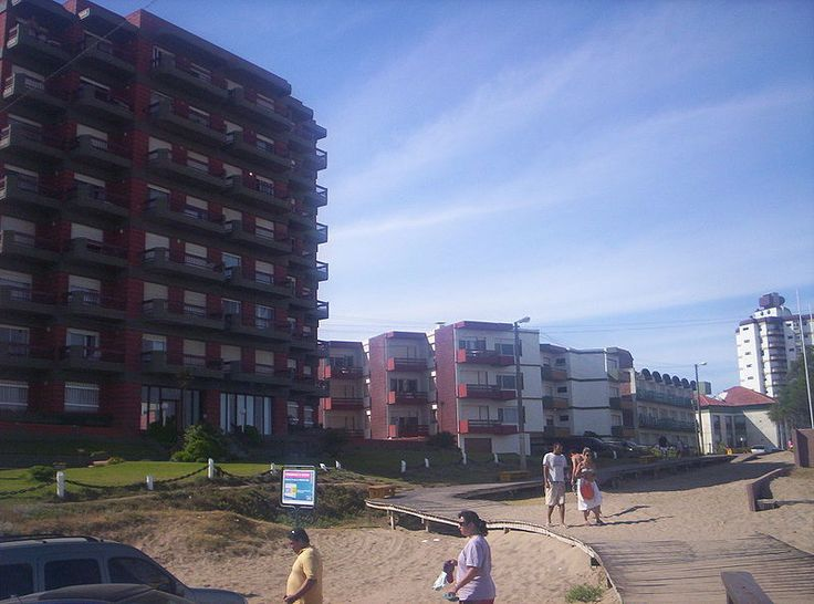 La famosa rambla de madera en Gesell que une las diversas playas