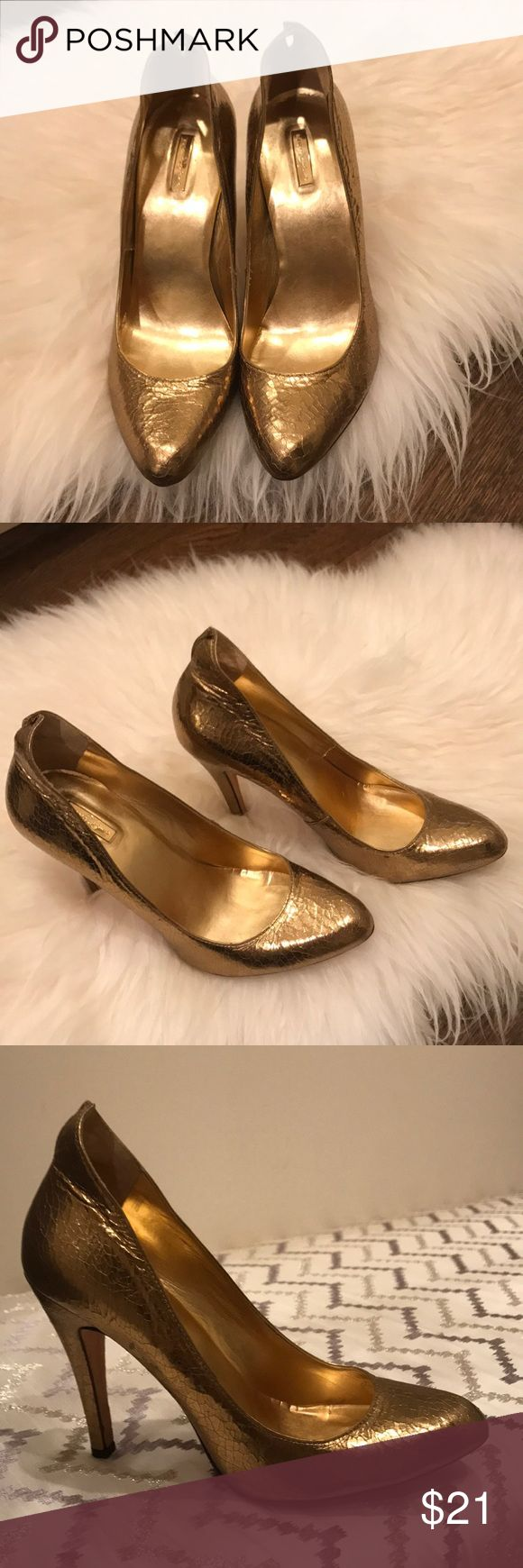 🌟🌟Sexy gold leather pumps Gorgeous gold leather pumps! Report Signature brand, size 9 (would definitely fit an 8.5). Crackle detail. Very lightly worn. Report Signature Shoes Heels