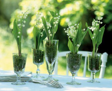 Des centres de table garnis de muguet / Lily of the Valley http://www.marieclaireidees.com/,des-centres-de-table-garnis-de-muguet,2610153,30306.asp