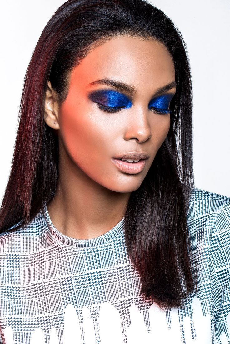 Loving this intense blue eyeshadow