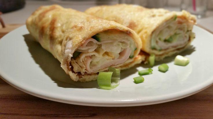 Het is weer tijd voor een lekker, makkelijk & koolhydraatarm recept! Een omeletwrap is echt eentip voor mensen die?koolhydraatarm eten!?Simpel om te maken en natuurlijk kun je er van alles