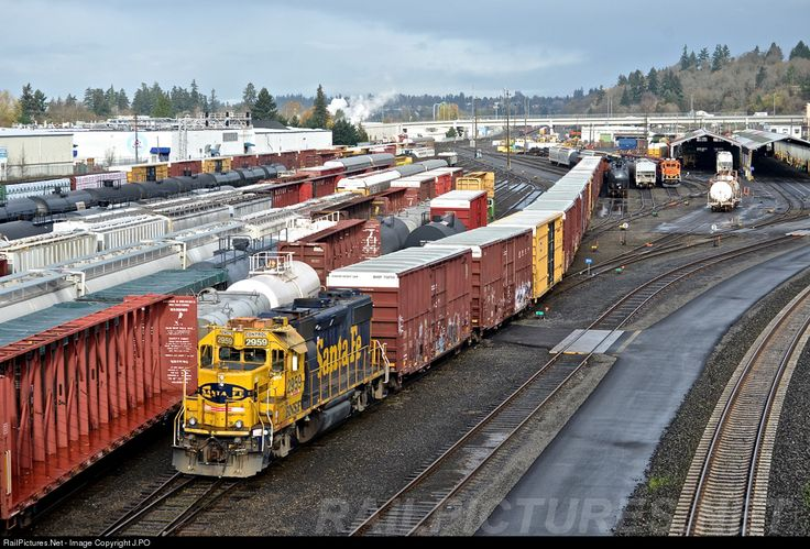 This classic Santa Fe keep has been around Vancouver for a few years now. It still looks good moving a cut of box cars to be taken around the system.