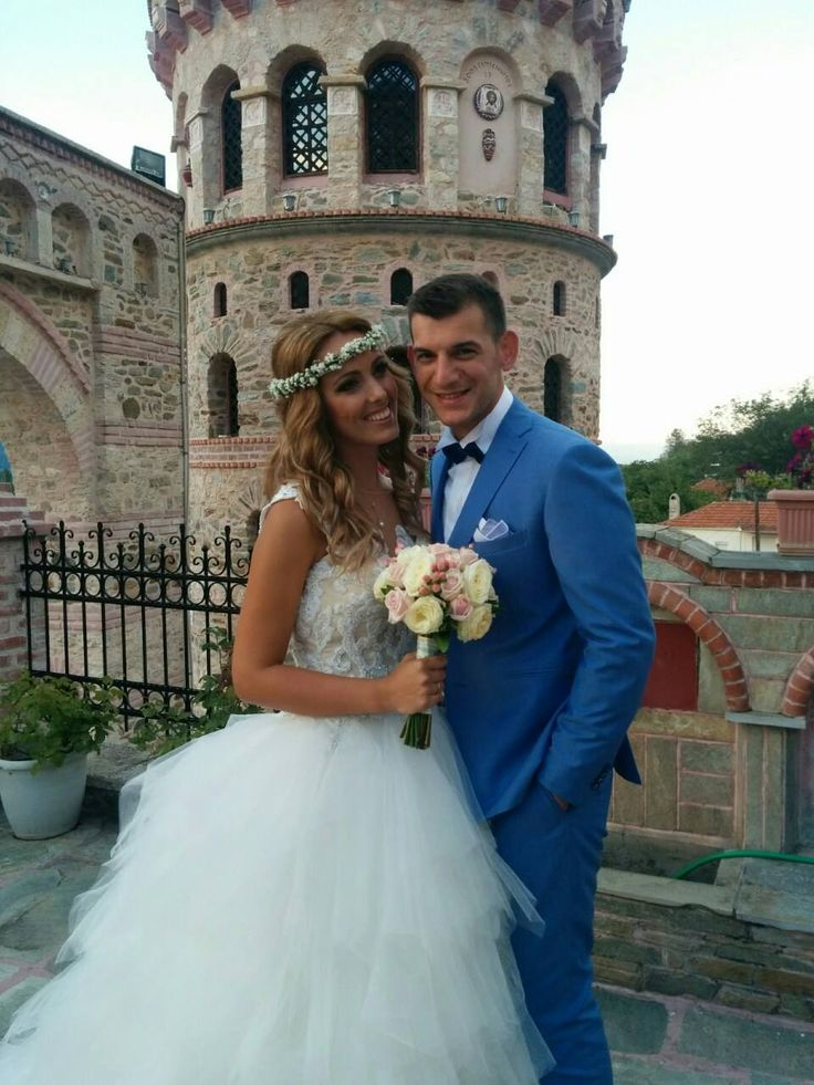 Moustakas Flowers-Romantic bridal bouquet and flower headpieces #bridalbouguet #roses #romantic #pastelflowers #flowerheadpieces