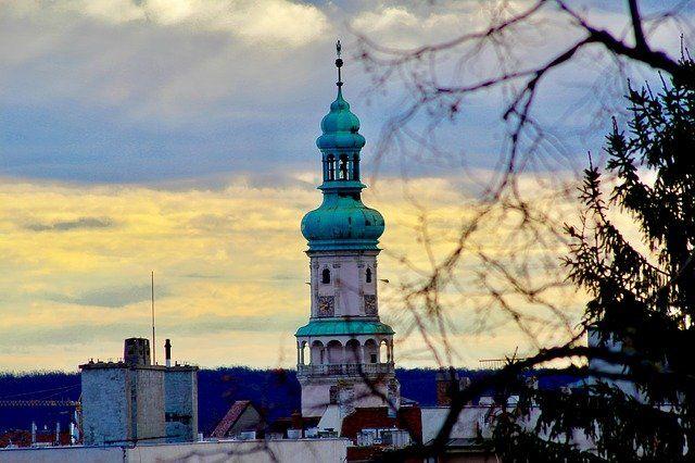 Sopron by night - csodálatos drónvideó http://kozelestavol.cafeblog.hu/2017/09/11/ejszakai-sopron-csodalatos-videon/