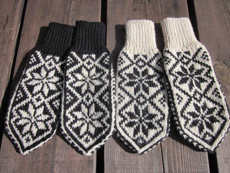 Sommersesongen er i gang, og det trengs påfyll av Selbuvotter på Uvdalsstugu. Denne gangen valgte jeg å strikke samme mønster, ...