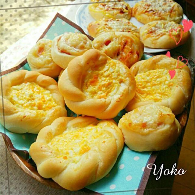 食べ過ぎ防止のため封印していたパン、ひさしぶりに焼きましたやっぱり食べ過ぎる(笑) - 87件のもぐもぐ - いろいろパン(卵サラダぱん、オニオンロール、ピザパン) by yurimiku