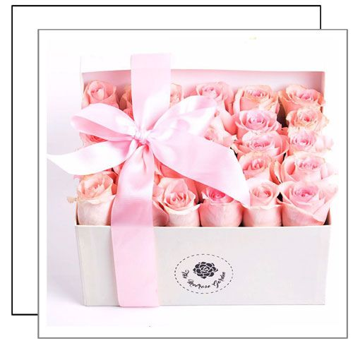 Rose Lot 1111$860.00(MXN) Caja de 25x18x12 cm que incluye de 25 a 35 tallos de rosa fresca, dependiendo el tamaño del botón de la...