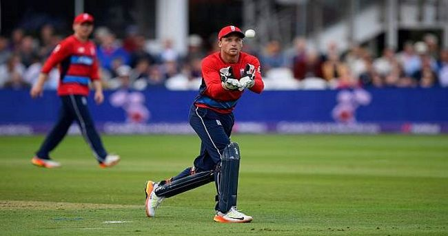England's wicketkeeper-batsman Jos Buttler was signed by the Sydney Thunder franchise for the upcoming seventh edition of the Big Bash T20 League (BBL) in Australia.
