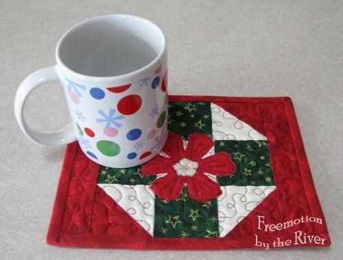 Freemotion by the River: Christmas mug rug tutorial