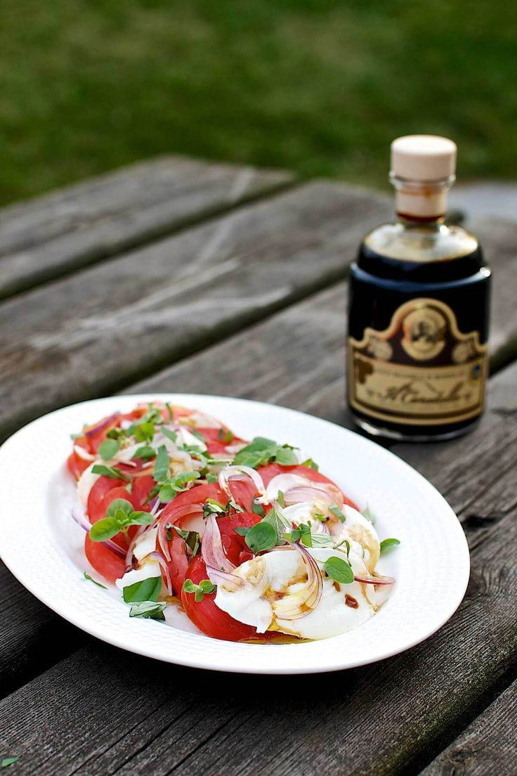 Tomatsalat med bøffelmælksmozarella og god balsamico