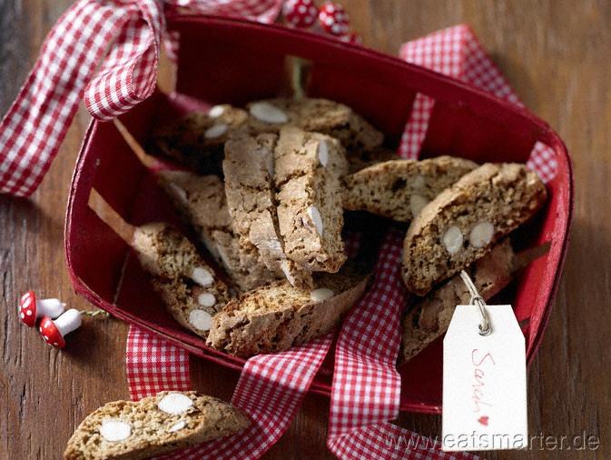 Kernige Knabberei aus der Toskana, perfekt zum Adventskaffee: Weihnachtliche Cantucci mit kandiertem Ingwer - smarter - Kalorien: 95 Kcal   Zeit: 30 min. #christmas