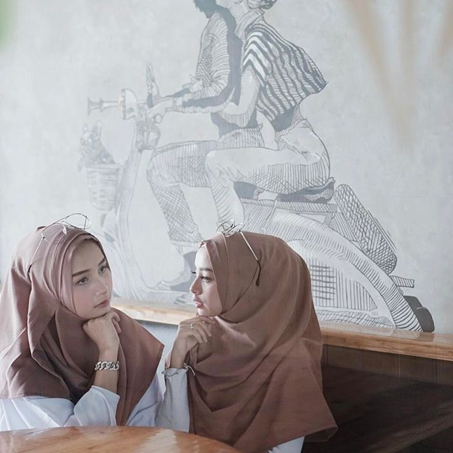 We wearing instant hijab from @tarashitahijab ✨